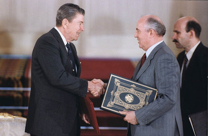 Reagan and Gorbatchev.jpg